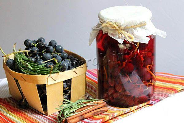 Фото пряного компота из винограда