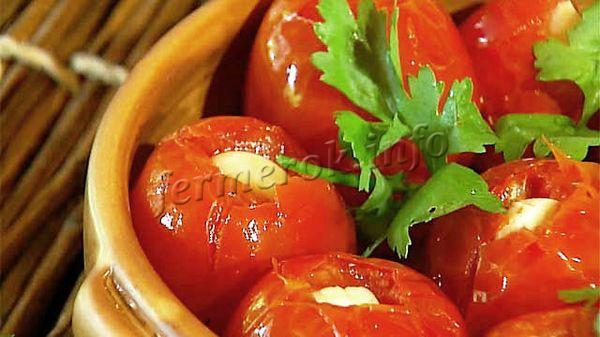 Фото помидоров с чесноком и зеленью