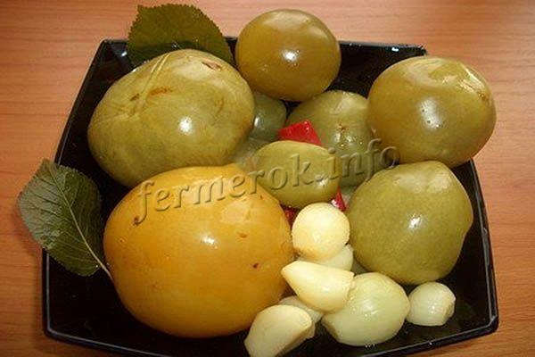 Фото зеленых помидоров с чесноком и зеленью