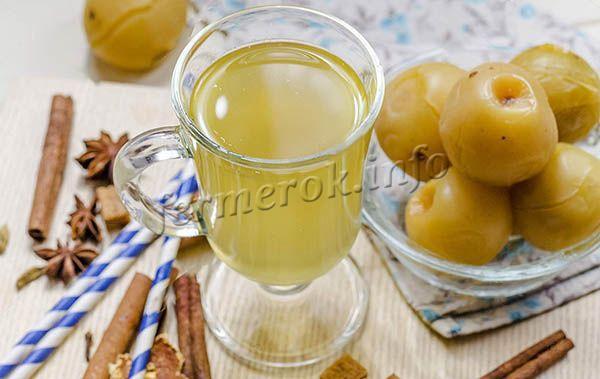 Компот из яблок, меда и корицы