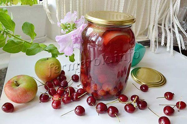 Компот с яблоками и вишней