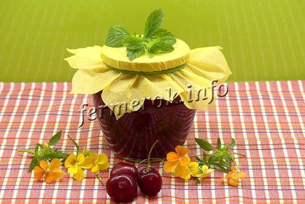 Классическое варенье из вишни с косточками