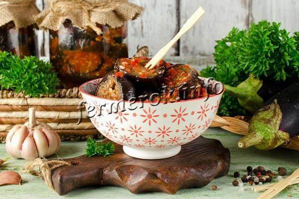 Баклажаны с базиликом, томатами и чесноком