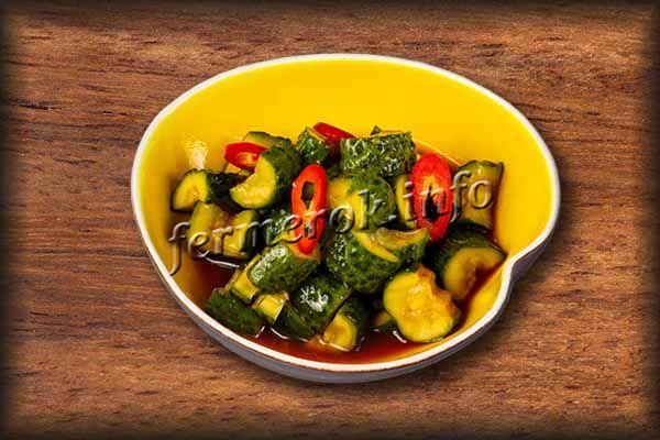 Огурцы в томате с болгарским перцем и луком