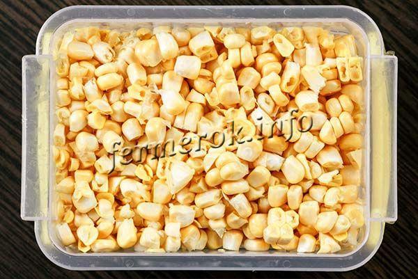 Желательно, чтобы кукуруза для заморозки была целой, особенно зерна