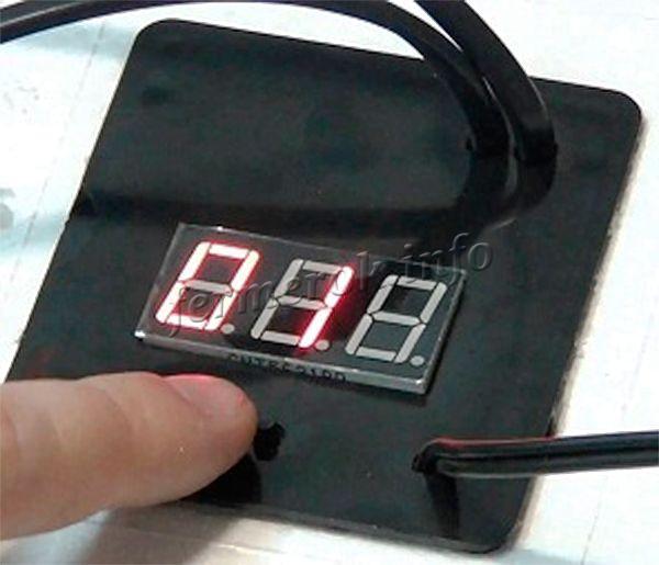 Автоматический инкубатор оснащен цифровым табло